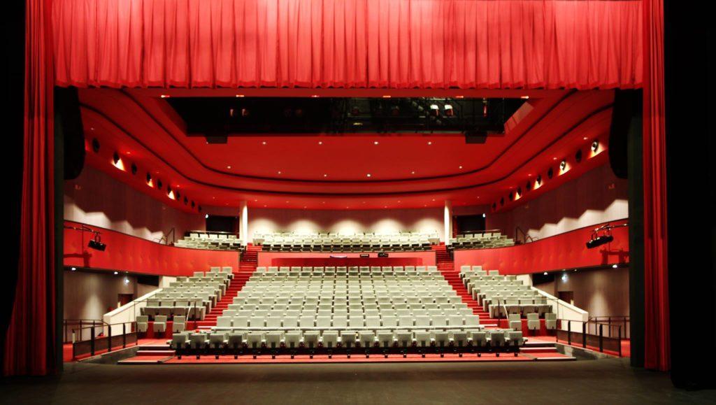 Archidev rhabille Le Théâtre de Tarare d'un rouge puissant!